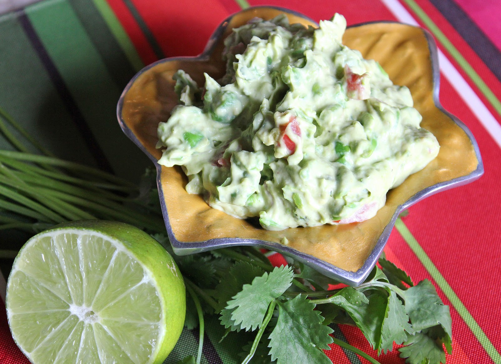 Ambition's Kitchen: HEALTHY CREAMY GUACAMOLE DIP