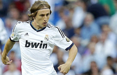 Luka Modric playing for ReaL Madrid against Manchester City