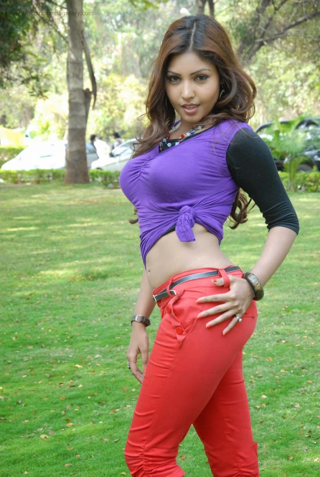 Komal Jha purple top hot pics