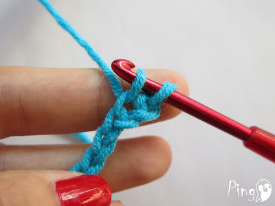Single Crochet (SC) - step by step instruction by Pingo - The Pink Penguin