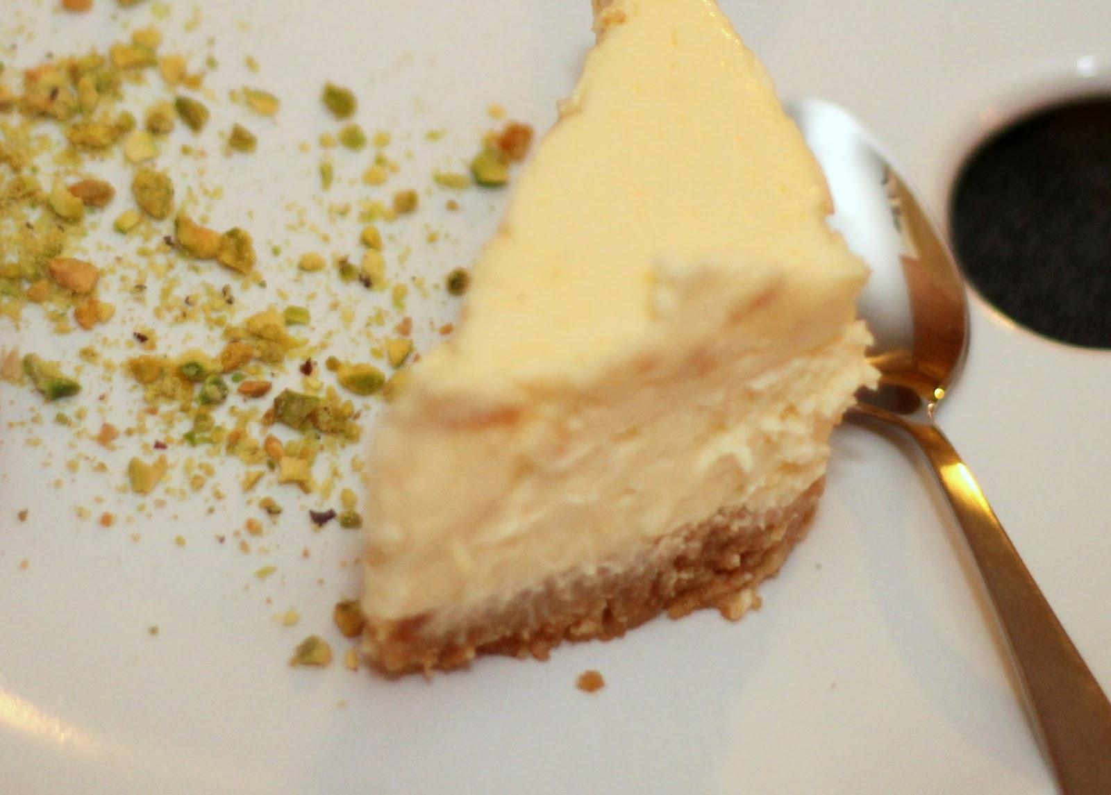 Amateur Omnivore: Lemon Cheesecake and Blackberry Dessert ...