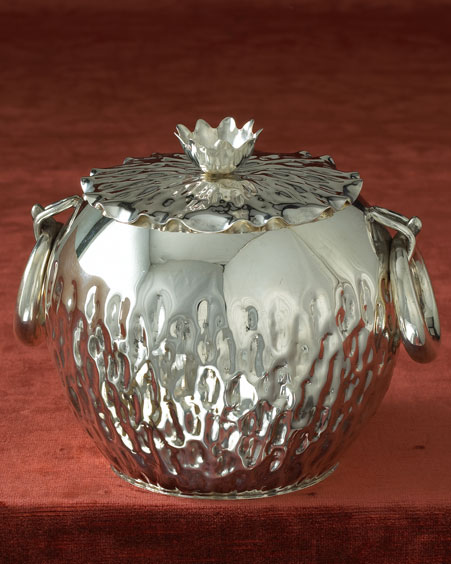 وأخيرا اسورة من الفضة الخالصة للمرأة