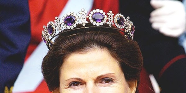 Queen Silvia of Sweden jewelry, Wedding rings, engagement rings, Sets, Earrings, Pendants, Necklaces, Bracelets, Brooches diamont, diamonds,