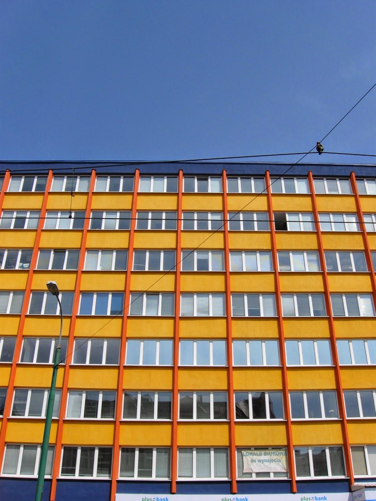 Kolorowy biurowiec Invest Banku, Zwierzyniecka Poznań