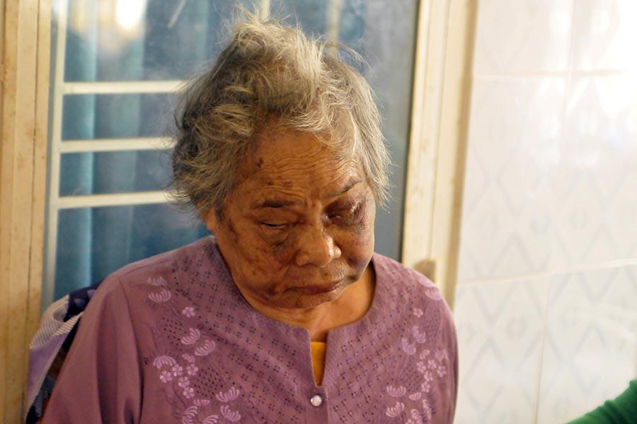 """Gia Lai: Người mẹ già liên tục bị """"nghịch tử"""" hành hạ (?)"""