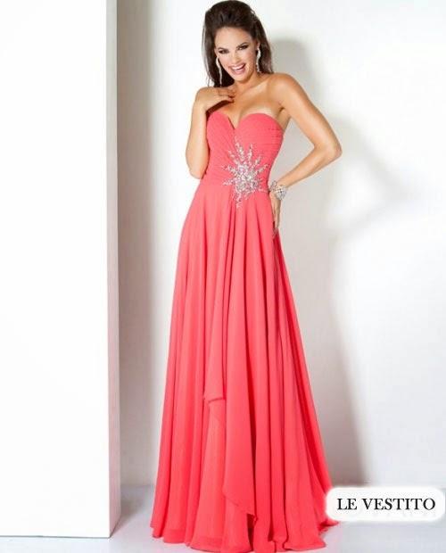 vestido com decote coração rosa - modelo e foto