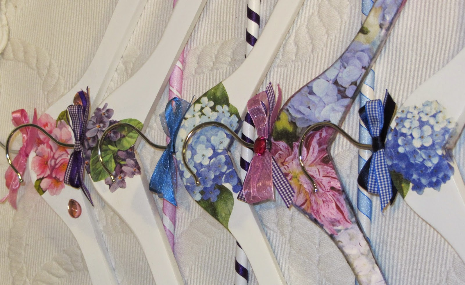 El rinc n de las manualidades de tere perchas decoradas - Servilletas de papel decoradas para manualidades ...