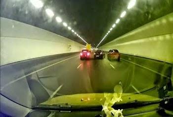 Τρομακτικό: Δείτε τι πήγαν να πάθουν δυο αγωνιστικά αυτοκίνητα σε ένα υπόγειο τούνελ! [video]