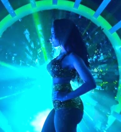 "Nicki Minaj Performs ""Anaconda"" At The MTV VMAs With Ariane Grande, Jessie J"