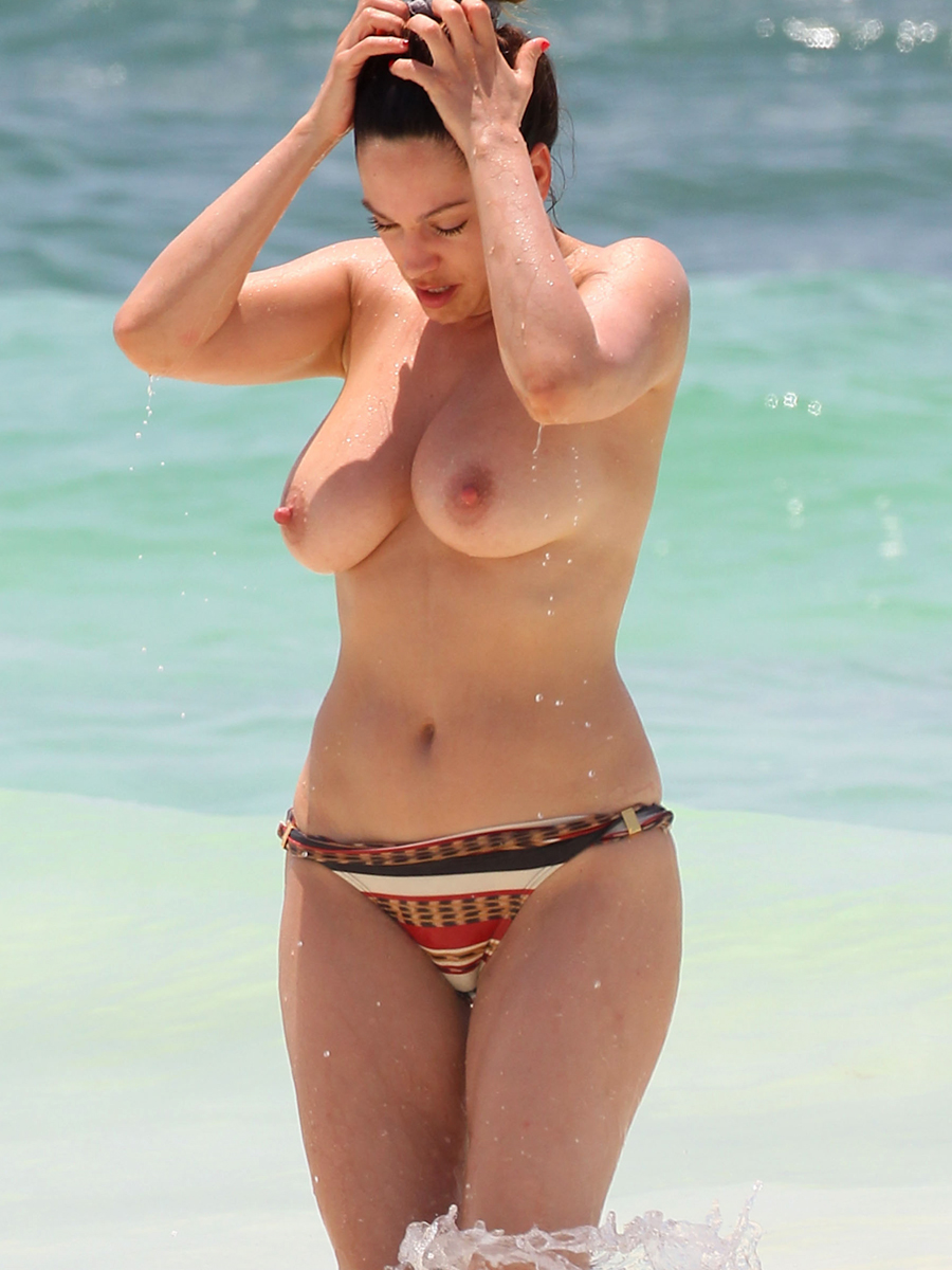 Celebrity bikini paparazzi pictures