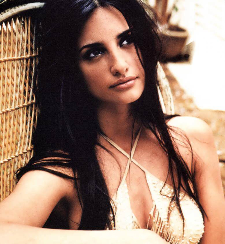 Fresh Look Celebrity Penelope Cruz Hairstyles 44