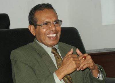 """Timor-Leste: Taur Matan Ruak despe a farda de militar por """"amor"""" ao país - perfil"""