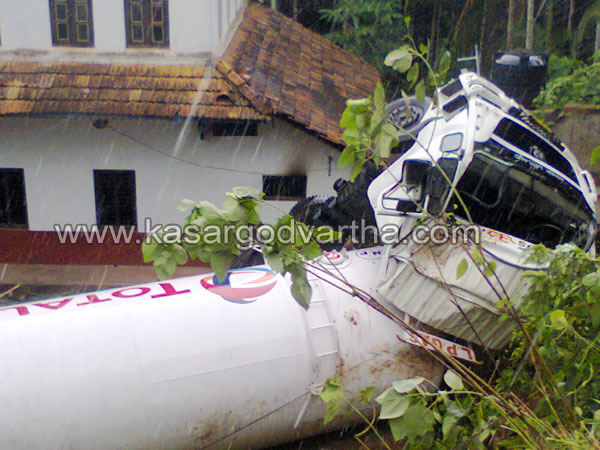 Tanker Accident, Kasaragod, Thekkil, Injured, Gas Tanker, Lorry, Kerala, Karnataka, Taker Lorry, Malayalam news, Kerala News.
