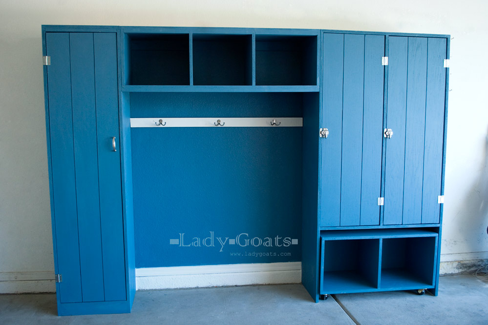 Lady goats operation organize garage mudroom mania for Garage mudroom