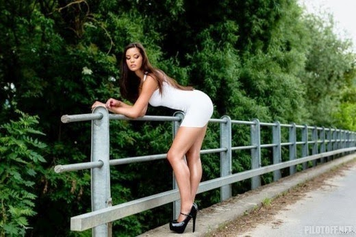 секс женщины в коротеньких платьях фото