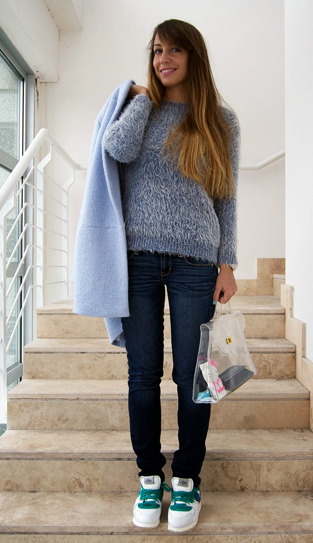 sneakers e maglione