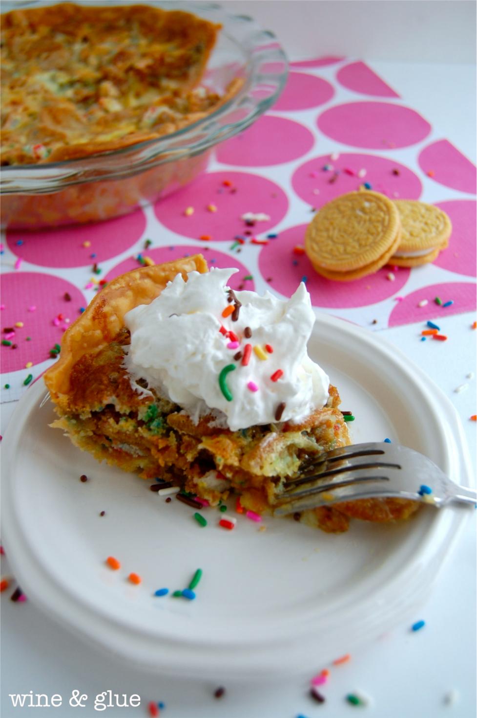 ... Oreo Cookie Birthday Cake Pie from Wine & Glue #birthday #cake #oreo #