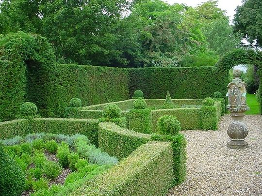 Art sci the art of living plant sculptures for Garden design ideas with hedges