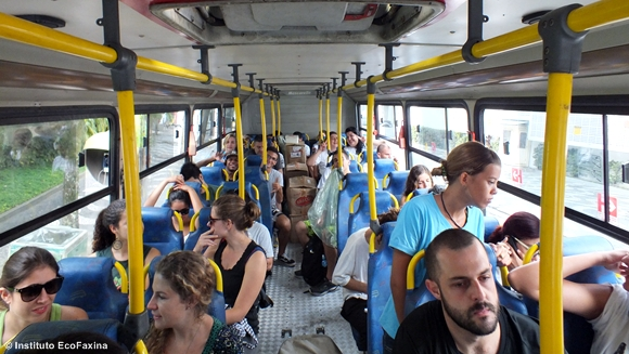 Ônibus quase lotado para a 35ª Ação Voluntária EcoFaxina