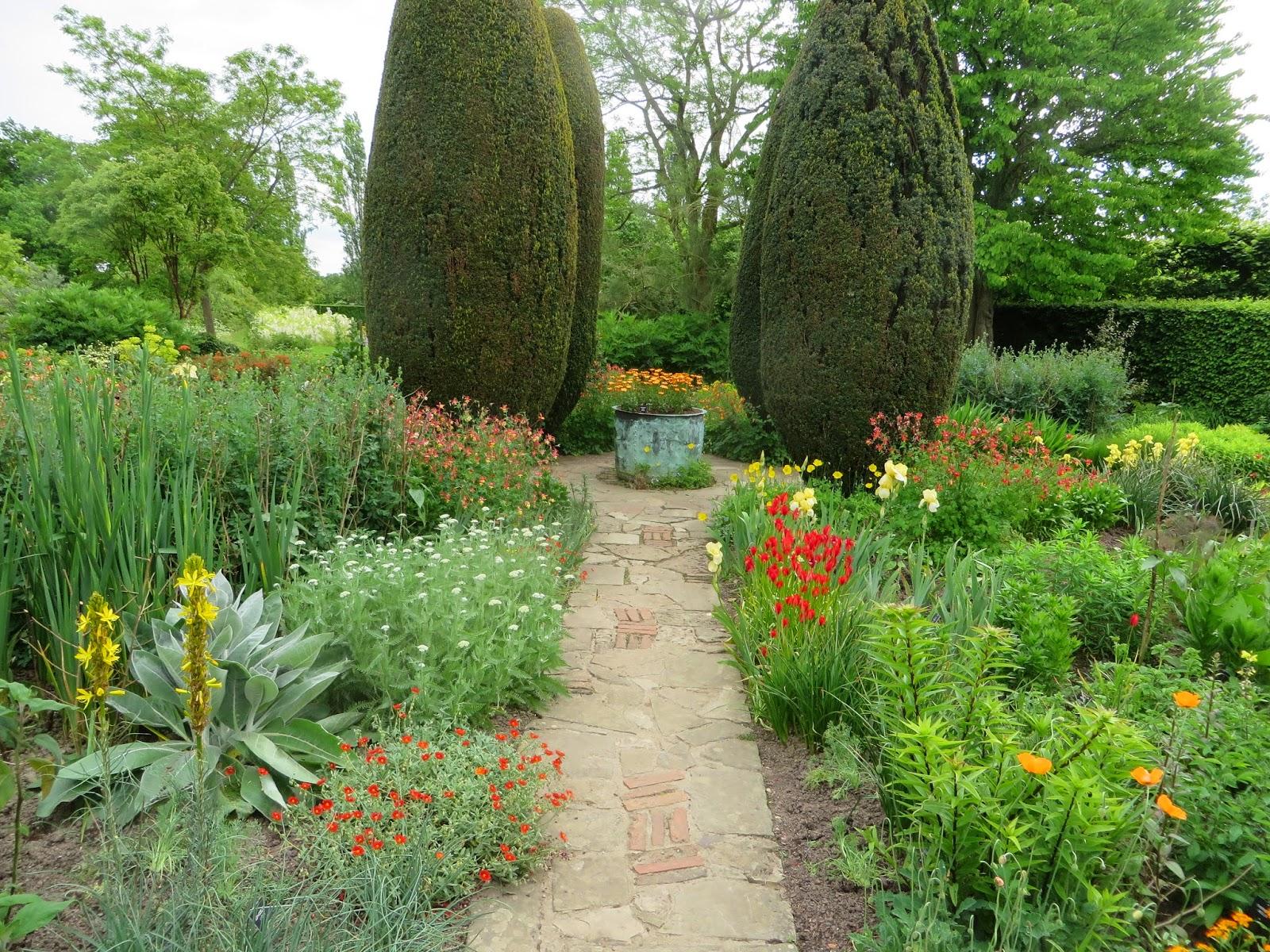The Gardener 39 S Eye The Best Of English Gardens 2015