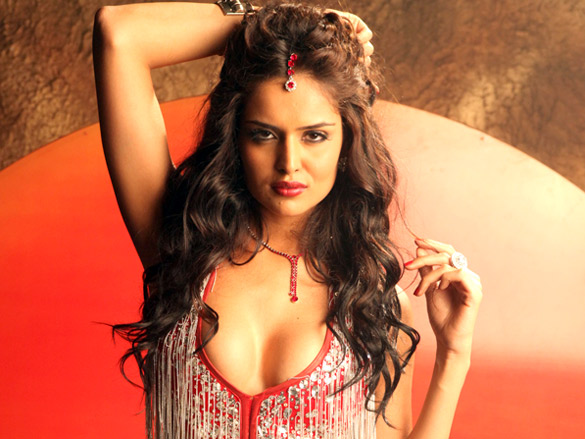 Nathalia Kaur Sexy Wallpapers