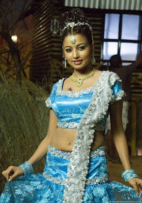 Actress richa sinha hot  pictures
