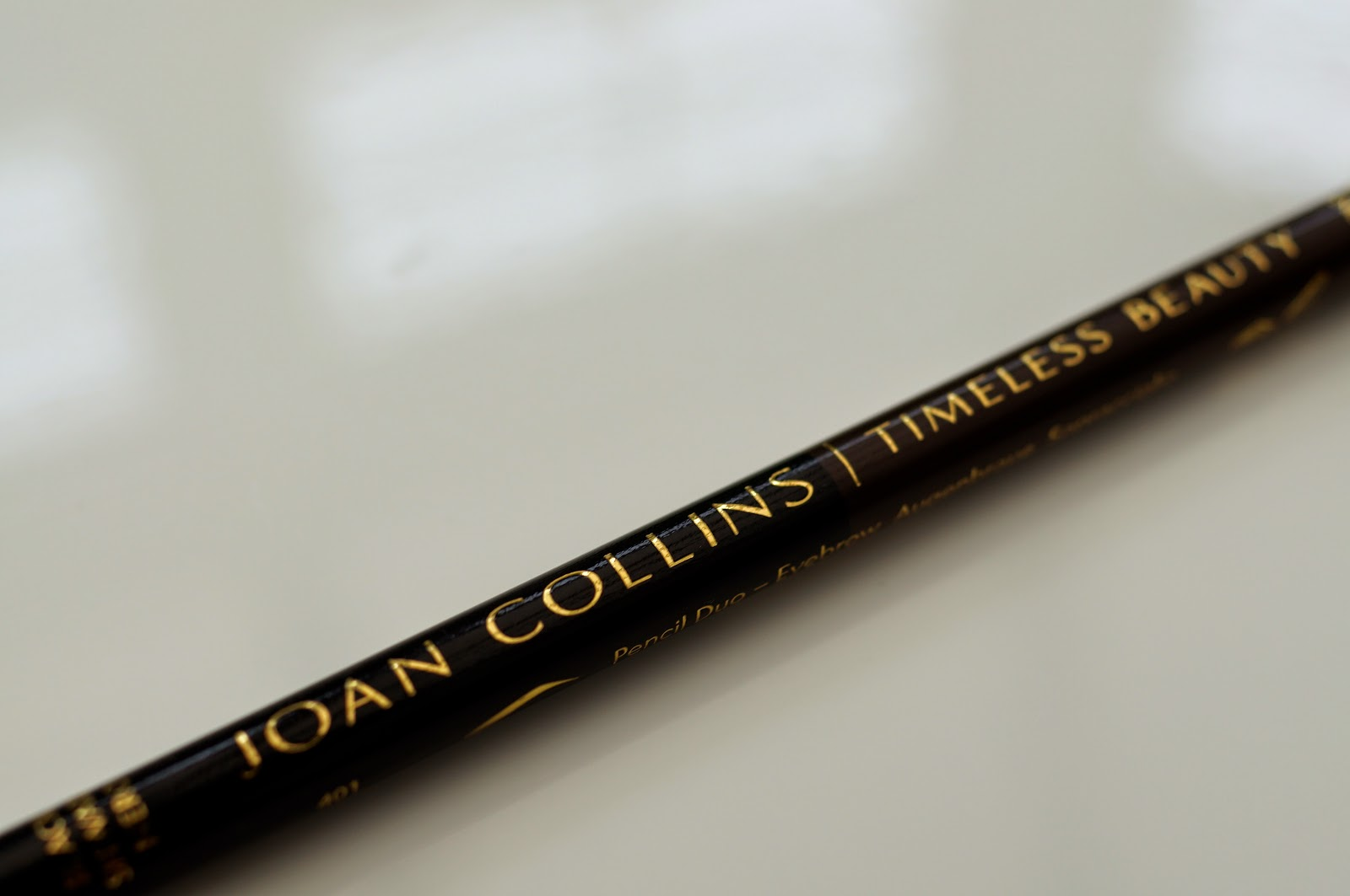Joan Collins Timeless Beauty Contour Brow Liner