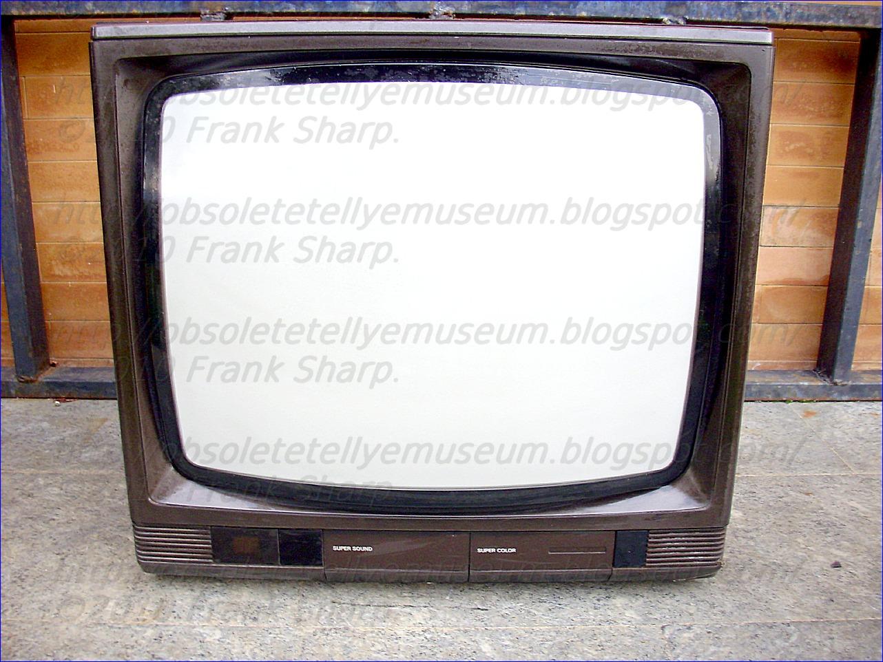 Obsolete Technology Tellye !: GRUNDIG SUPER COLOR B7502 SERIE 3022 ...