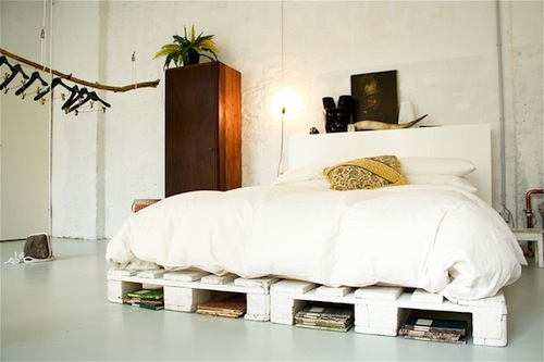 Seaseight design blog reader request wooden pallets in for Camere da letto tumblr