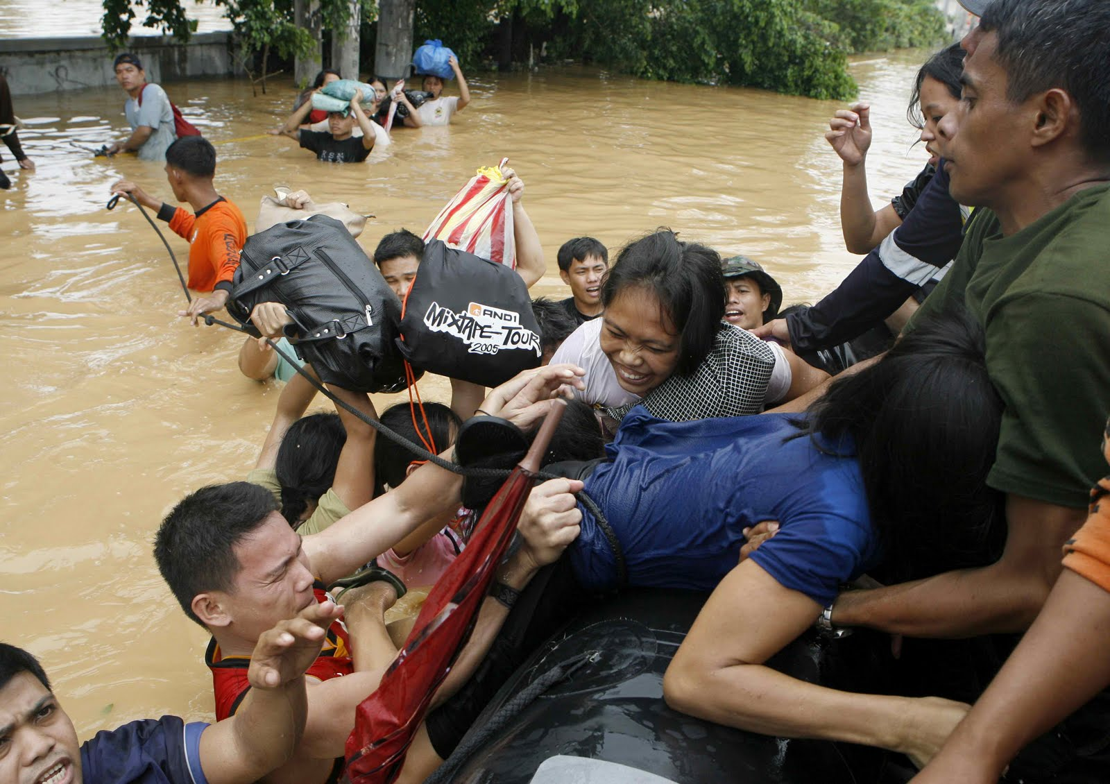 Philippines+Typhoon+Disaster+-+2009 - Philippines - Laughing in the Midst of Disaster - Philippine Photo Gallery