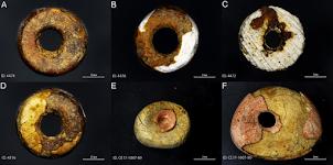 Des perles d'ambre se sont révélées être des contrefaçons préhistoriques