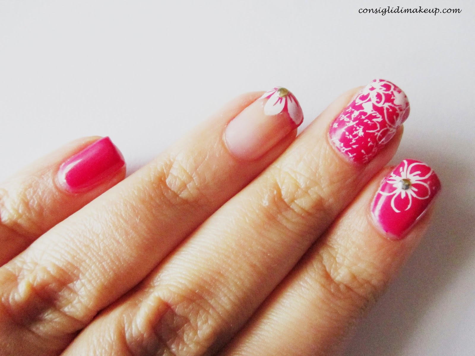 Nail art: Flowers & Words