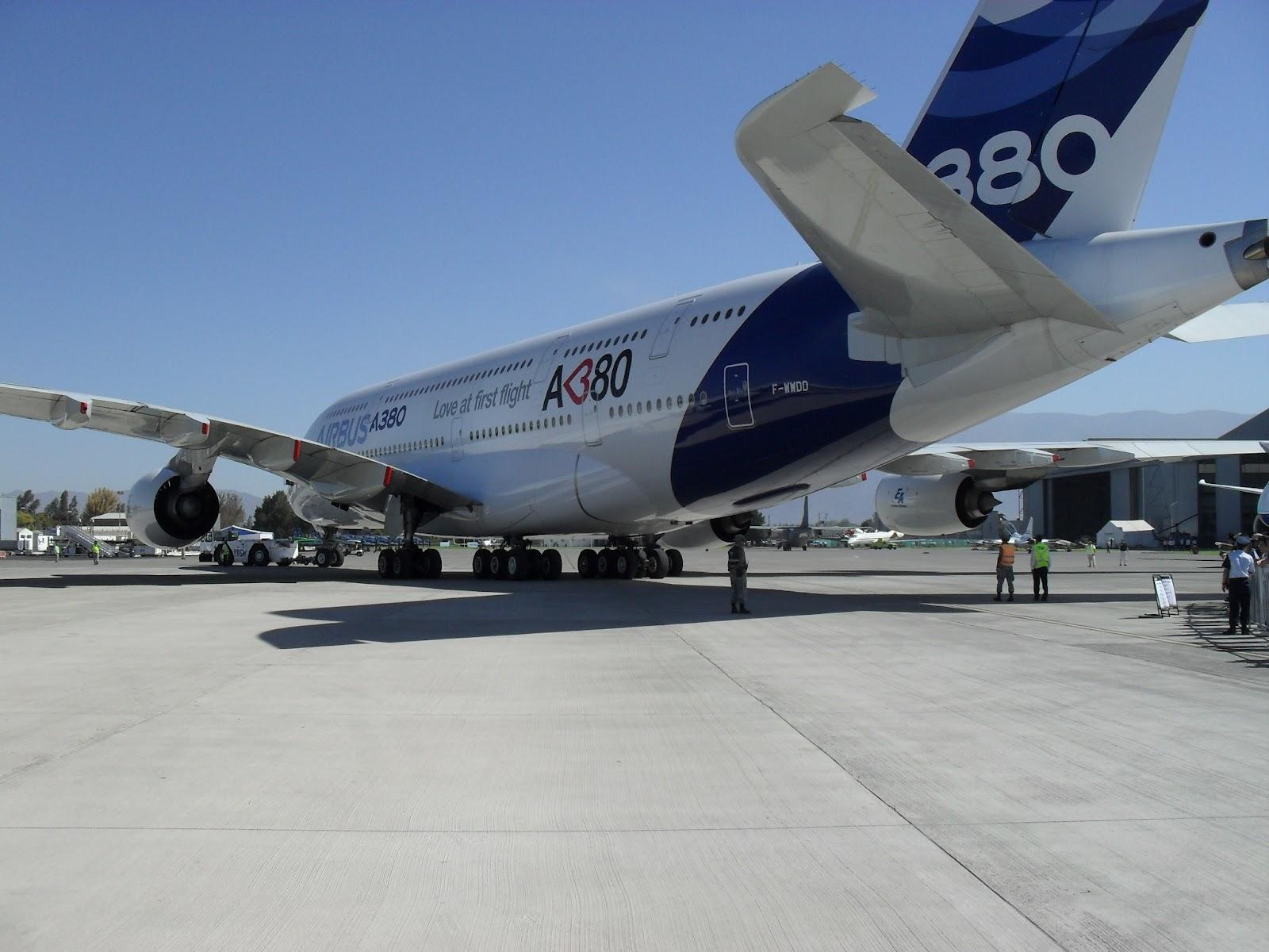 FEIRA INTERNACIONAL DEL AIRE Y DEL ESPACIO EXPOSIÇÕES DE AVIÕES #3E5E8D 1600x1200 Banheiro De Avião Internacional