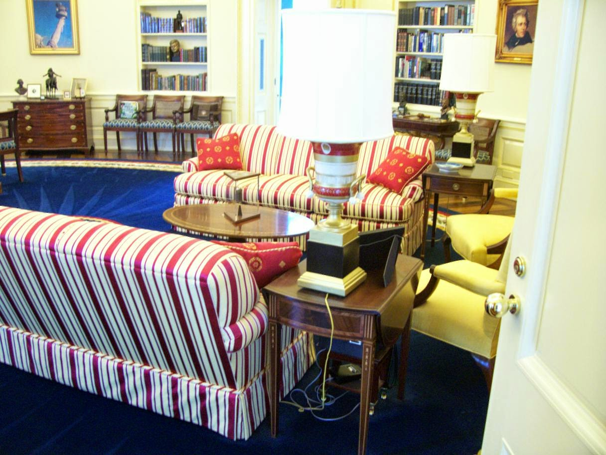 clinton oval office. (Here\u0027s A Replica Of Clinton\u0027s Oval Office, And The Moon Rock In Glass Display Case, At Clinton Presidential Center. Photo From David Wagoner\u0027s Office