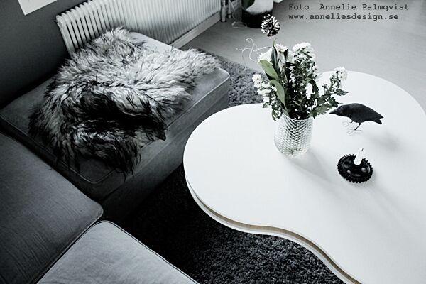 fårskinn, isländskt skinn, långhårigt, grå, grått, gråa, soffbord, soffa, kugghjul ljusstake, house doctor, vas, matta, webbutik, webbutiker, webshop, inredning, blogg, bloggar, svart och vitt,