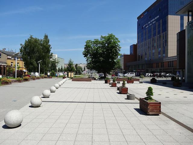 Plac z fontanną przy Piotrkowskiej