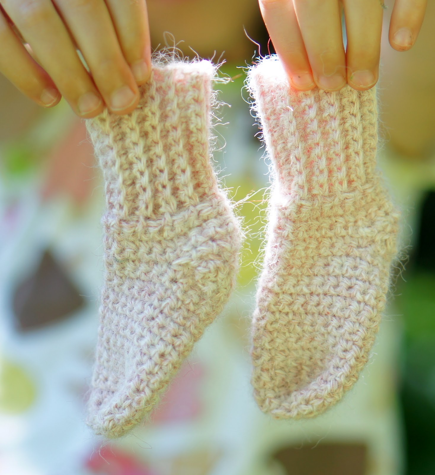 Ball Hank n Skein: Newborn Baby Sock Crochet Pattern