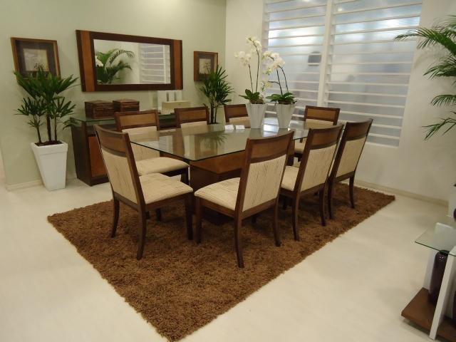 Sala de jantar valorizada com a funcionalidade do buffet e a