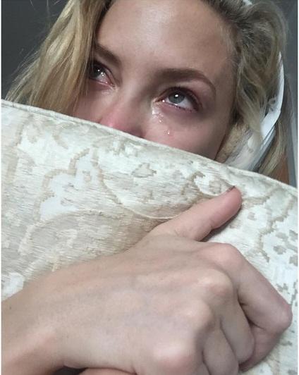 Lagu Terbaru Adele (HELLO) Membuat Kate Hudson Menangis