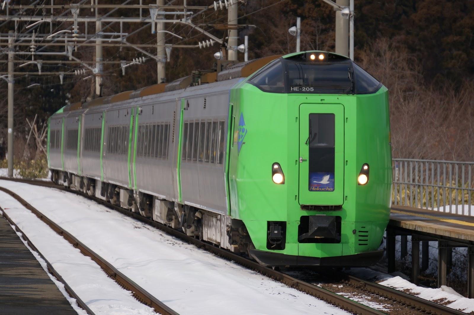 蟹田駅に到着する789系スーパー白鳥