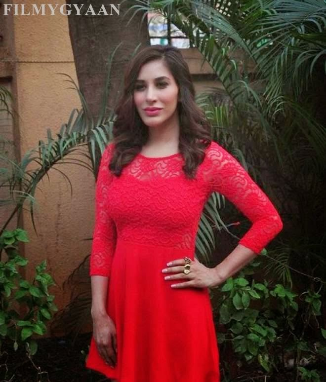 cute photos of sophie choudry