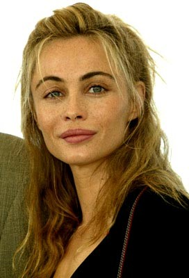 Girl's Fashion: Emmanuelle Beart Wallpapers