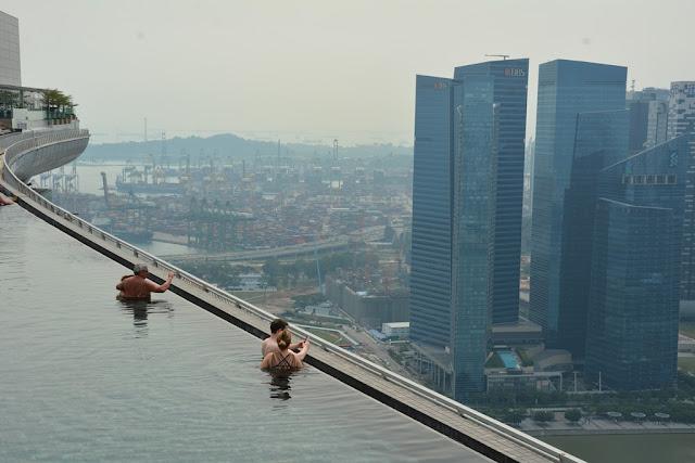 Ku De Ta Bar Singapore infinity pool