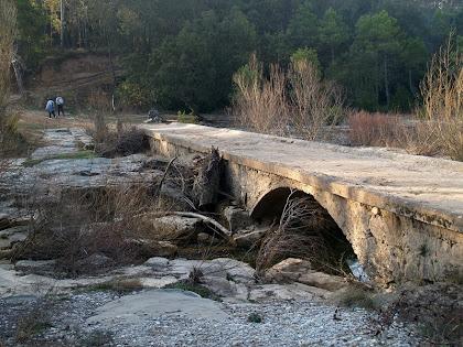 El Pont de Les Canals sobre la riera de Merlès