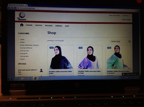 The Crescent  Yang ni aku berkenan sebab portal ni memaparkan gaya hidup berlandaskan Islamik dari segi info dan juga gaya hidup. The Crescent akan dilancarkan dengan sebuah kedai fesyen Islam Online di mana pengunjung boleh menikmati video Demonstrasi pada gaya terbaru fesyen hijab dan pakaian muslimah.  Di dalam perancangan, The Crescent akan diperluas untuk menyokong produk-produk lain seperti kosmetik, makanan tambahan dan makanan.  Dan ia menyediakan perkhidmatan kewanagan Islam termasuklah portal m-pembayaran zakat celcom.