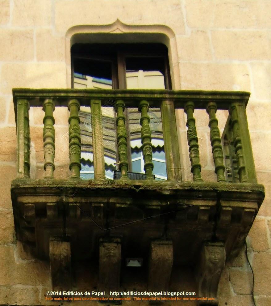 Balcones en el pazo orensano de los Oca