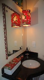 Caixa p remedios, Tecido abajur e madeira talhada moldura espelho - Lavabo