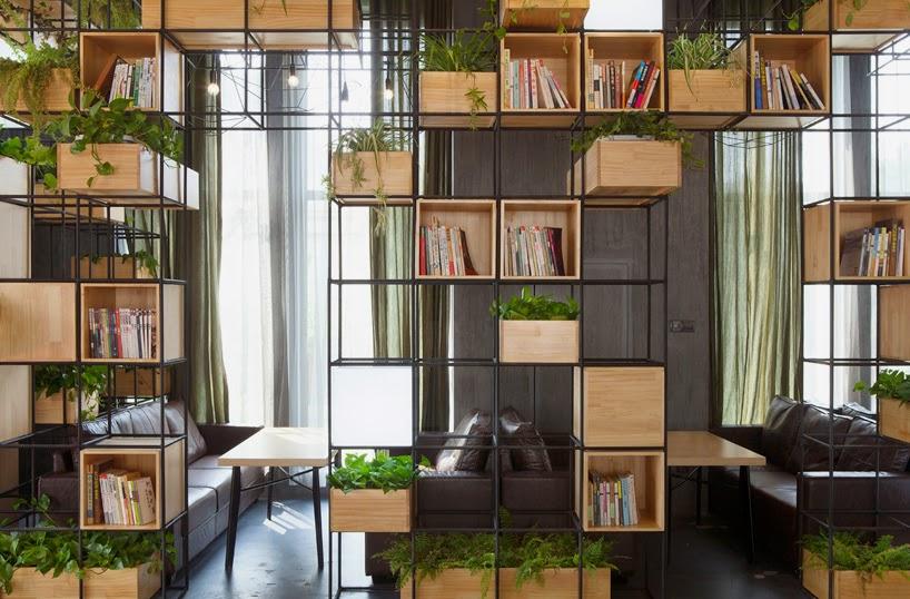 Café Décoré avec des Modules en Acier Recyclé