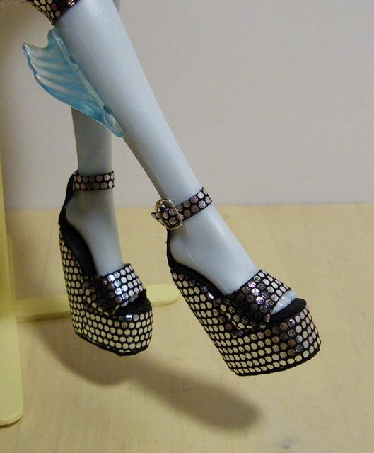 Как сделать туфли для куклы лабутены