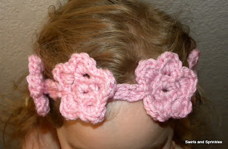 Swirls and Sprinkles: free crochet flower headband pattern